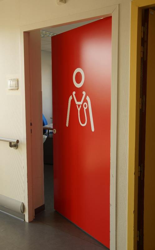 Porte de bureau des médecins